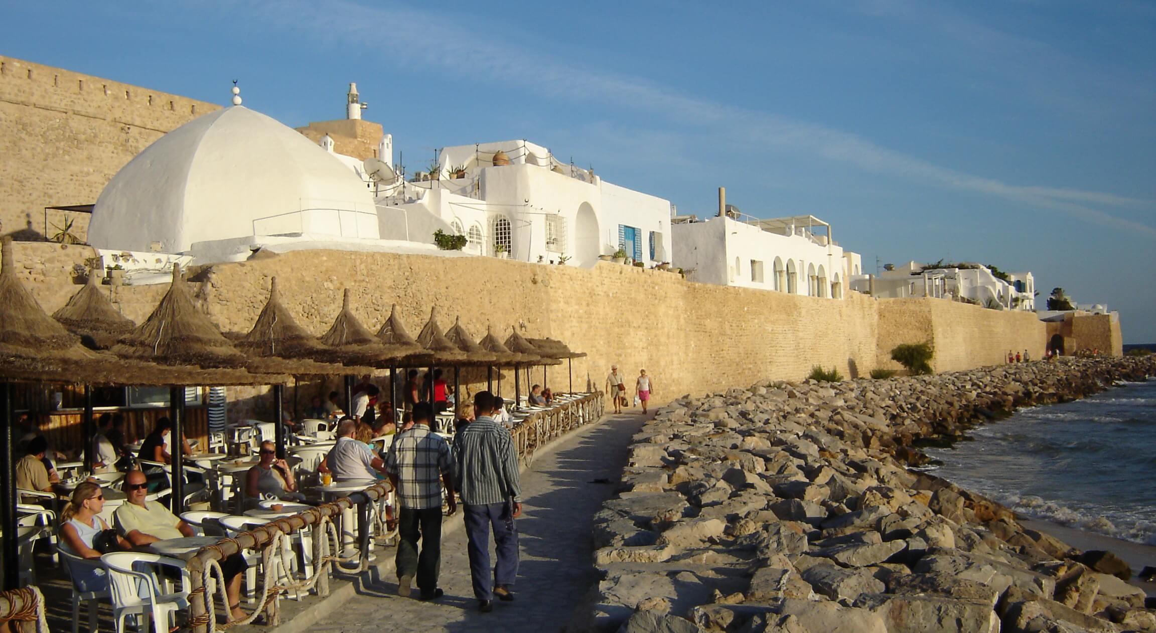 Intalnire unica Tunisia. Il intalnesc pe oameni